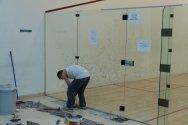 Yapım aşamasında squash kort yapım projesi